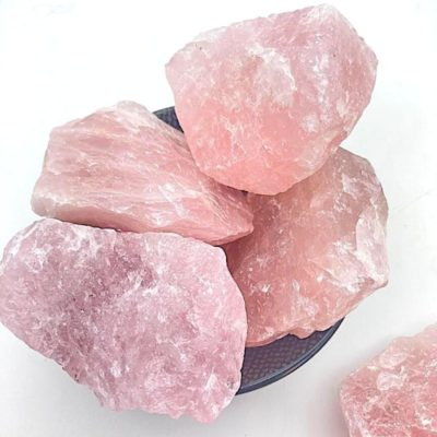 Pierre brute de quartz rose
